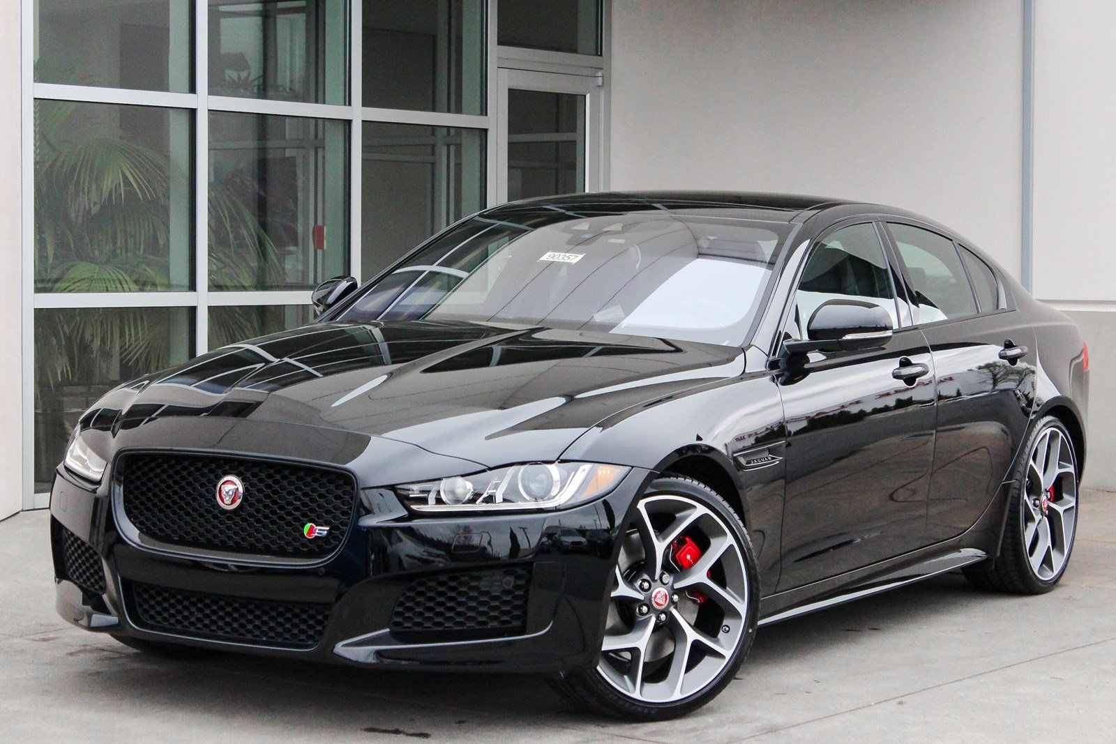 new 2018 jaguar xe s 4dr car in lynnwood 90357 jaguar seattle. Black Bedroom Furniture Sets. Home Design Ideas